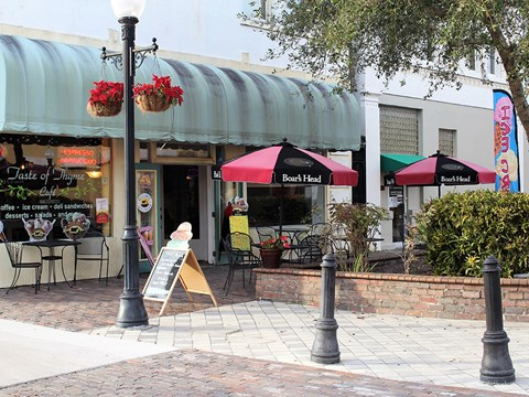 Lots of Dining Options Nearby at Stoneridge Pointe, Sanford, 32771