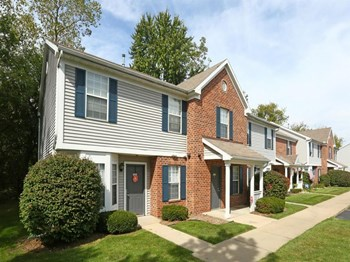 900 West Edgewood Blvd 2-3 Beds Apartment for Rent Photo Gallery 1