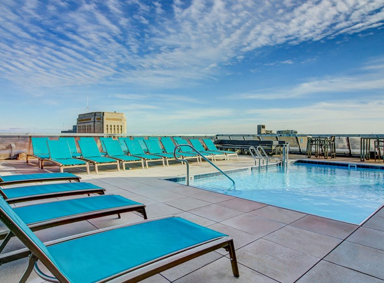 Luxury Apartments in Kansas City MO - The Grand Rooftop Pool With Views of the Cityscape