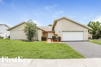 4980 NW 73 Ave 3 Beds House for Rent Photo Gallery 1
