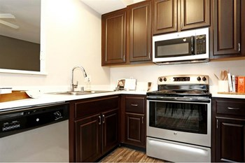 9444 Harbour Point Dr 1-3 Beds Apartment for Rent Photo Gallery 1