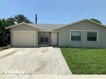 1920 NW 3 Ave 3 Beds House for Rent Photo Gallery 1