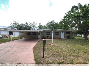 4407 57th St W 3 Beds House for Rent Photo Gallery 1