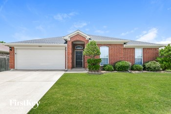 7202 FOSSIL LAKE DR 3 Beds House for Rent Photo Gallery 1