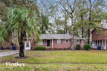 2238 Wood Ave 3 Beds House for Rent Photo Gallery 1