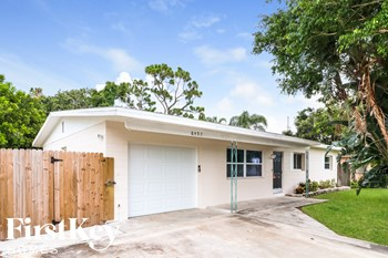 8497 75th Ave 3 Beds House for Rent Photo Gallery 1