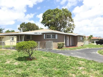1565 NW 6 Ave 3 Beds House for Rent Photo Gallery 1