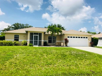 1116 SW 47 St 3 Beds House for Rent Photo Gallery 1
