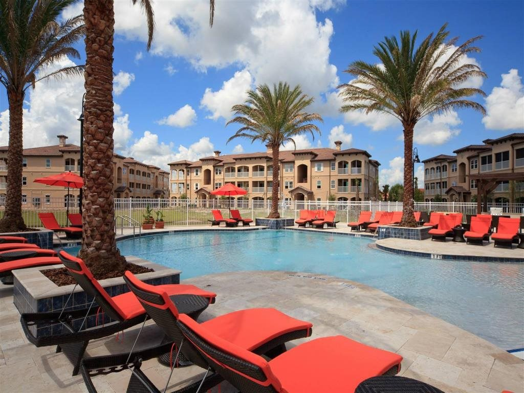 Casa Mirella Apartment Homes Windermere, FL Resort Style Swimming Pool with Lounge Seating