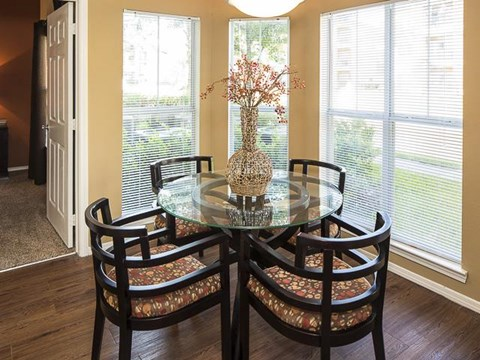 Emerson Park Apartment Homes in Webster, TX Dining Area