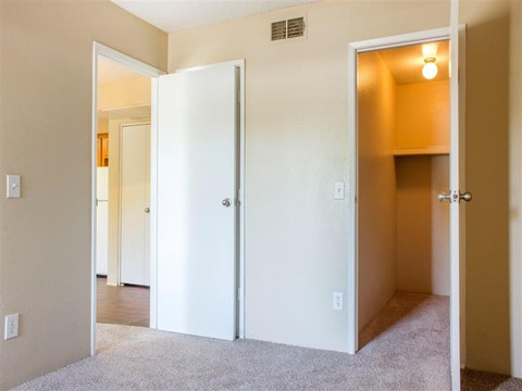 Meadow Glen Walk-In Closets