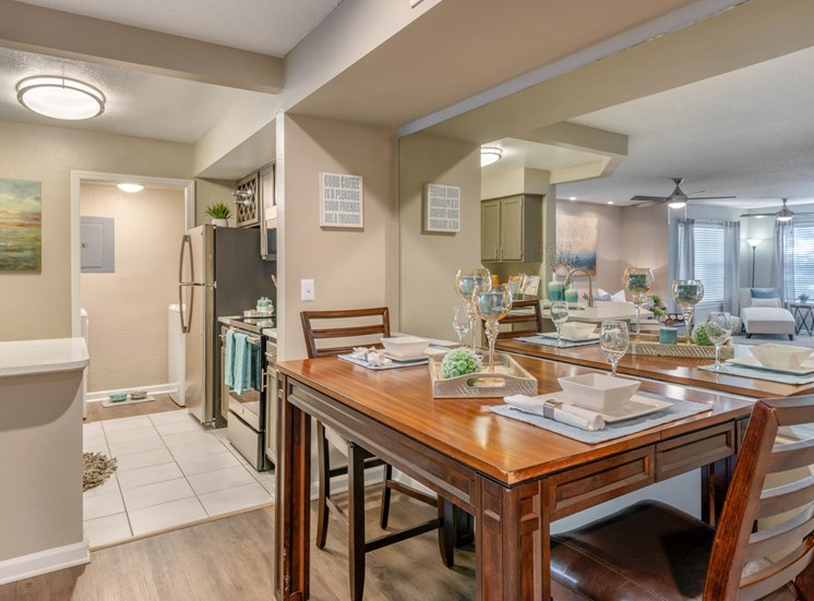 The Summit at Metrowest | Open Dining and Kitchen Space