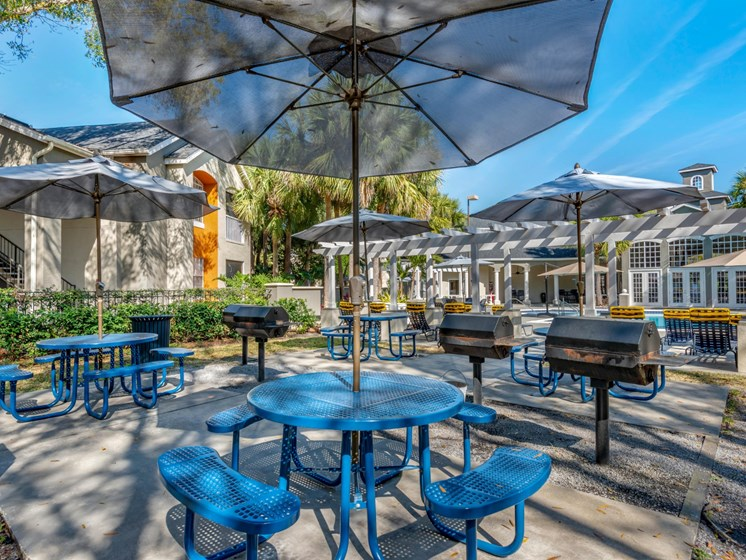The Summit at Metrowest | Poolside Grill Stations with Umbrella Shade