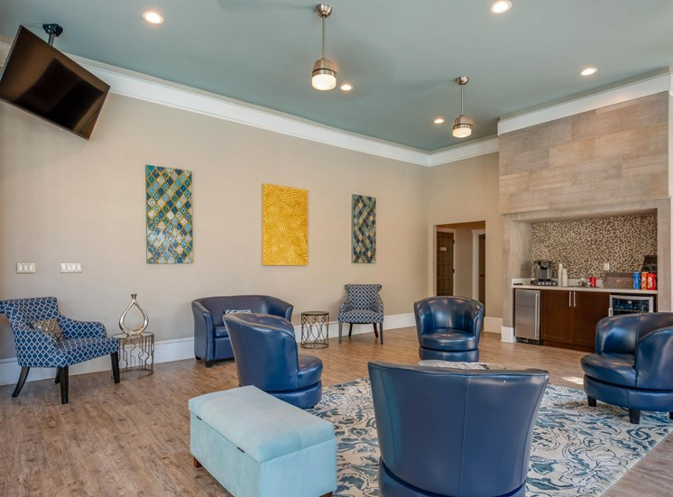 The Summit at Metrowest | Resident Tech Lounge and Coffee Bar