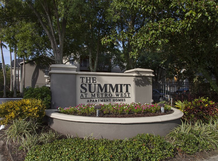 The Summit at Metrowest | Entrance