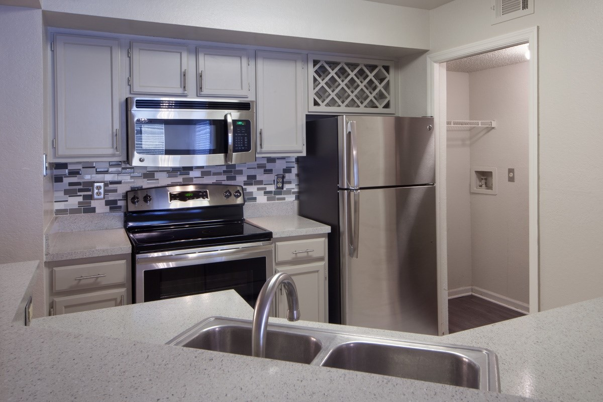 The Summit at Metrowest   Spacious Kitchens with Alternate Light Color Cabinets
