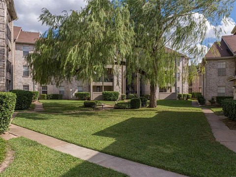 Cimarron Parkway Courtyard with Picnic Area