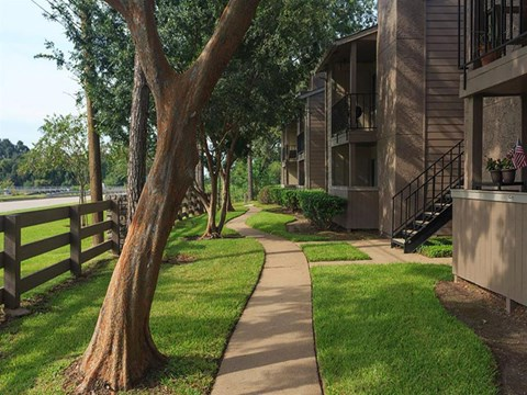 The Hunt Club at Pin Oak Apartments Katy, TX Manicured Landscaping