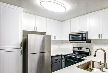 22900 Oak Ridge Drive 1-3 Beds Apartment for Rent Photo Gallery 1