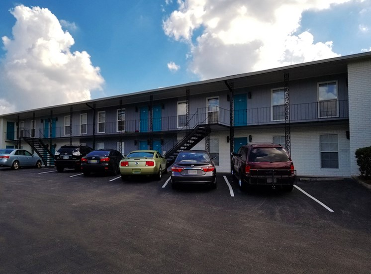 The Murals on Niazuma Apartments in Birmingham, AL updated exteriors and parking lot