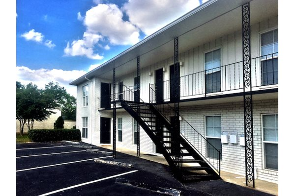 Chesterfield apartments in Birmingham, AL 35205 on-site parking