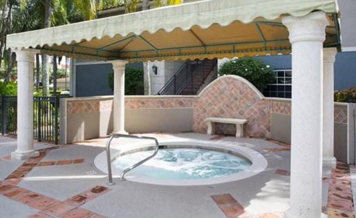 Hot tub at Marela apartments in Pembroke Pines, Florida