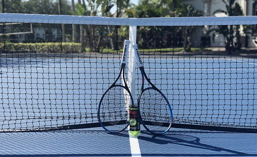 Tennis court at Vista Lago Apartments