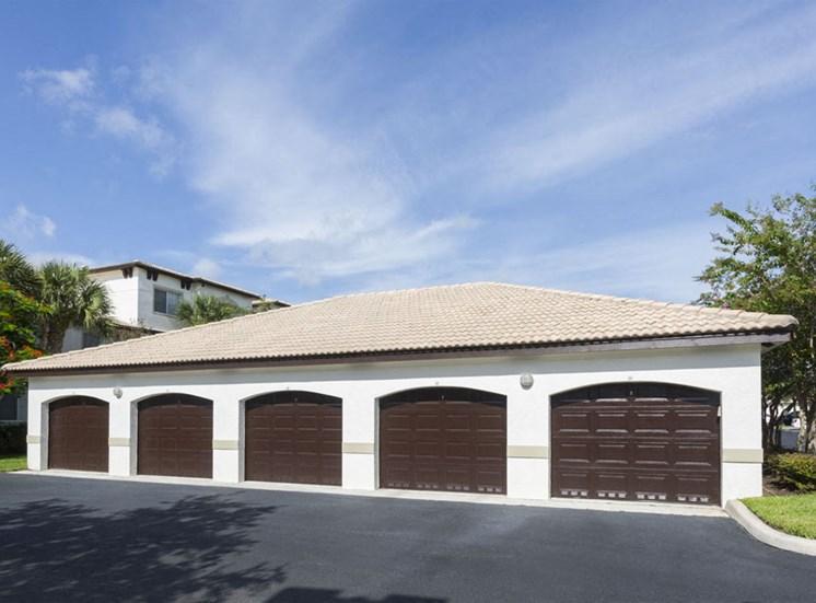 Garages at Vista Lago Apartments West Palm Beach FL