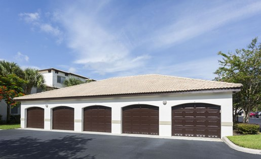 Garages at Vista Lago Apartments West Palm Beach FL