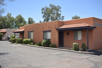 1700 East Adelaide Drive 2 Beds Apartment for Rent Photo Gallery 1