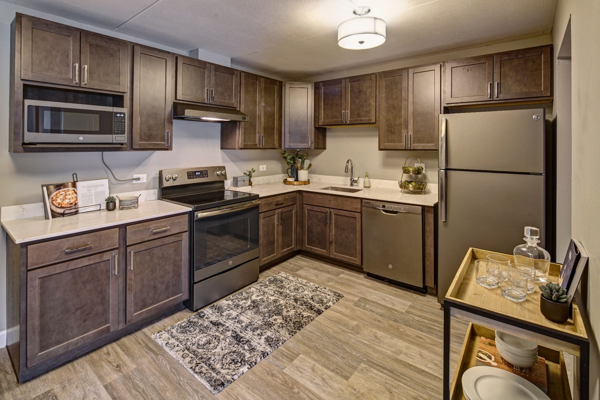 Elk Grove Village Apartments | Willow Crossing Apartments