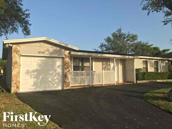 19740 SW 87 Pl 3 Beds House for Rent Photo Gallery 1
