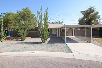 1357 W SELLS Dr 4 Beds House for Rent Photo Gallery 1