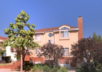 318 North Kenwood Street 2-3 Beds Apartment for Rent Photo Gallery 1