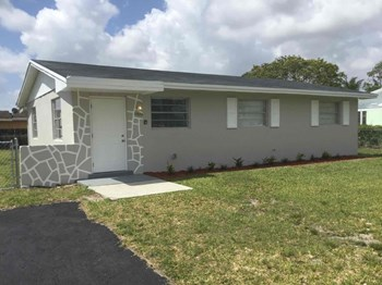 11970 SW 199 St 3 Beds House for Rent Photo Gallery 1