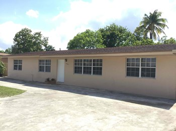 16140 NW 37 Ave 4 Beds House for Rent Photo Gallery 1