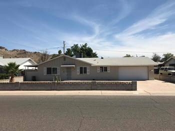 2231 E CLAIRE St 3 Beds House for Rent Photo Gallery 1
