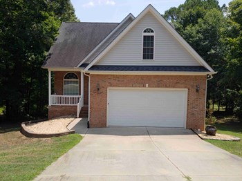 205 Sweetbriar Ct 4 Beds House for Rent Photo Gallery 1