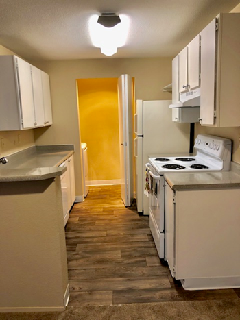15805 40th Place Street 1-2 Beds Apartment for Rent Photo Gallery 1