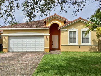10773 Sw 245 Street 3 Beds House for Rent Photo Gallery 1