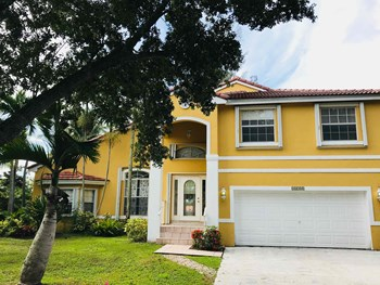 12700 Sw 18 Street 4 Beds House for Rent Photo Gallery 1