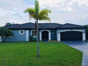 12846 Sw 211 Terrace 4 Beds House for Rent Photo Gallery 1