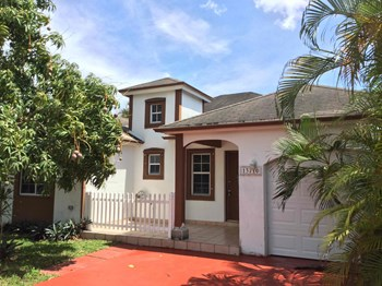 13710 Sw 181 Terrace 4 Beds House for Rent Photo Gallery 1