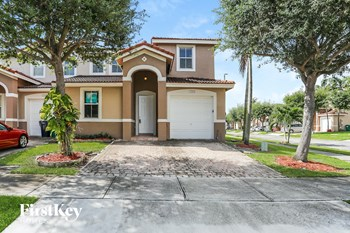 13866 Sw 274 Terrace 4 Beds House for Rent Photo Gallery 1