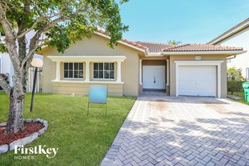 14200 Sw 132 Avenue 3 Beds House for Rent Photo Gallery 1