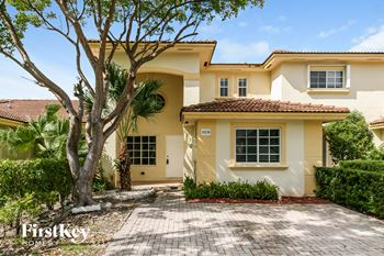 14270 Sw 133 Avenue 3 Beds House for Rent Photo Gallery 1