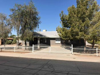11740 N 80th Dr 3 Beds House for Rent Photo Gallery 1