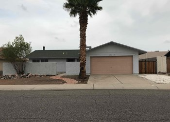 13807 N 52nd Ave 3 Beds House for Rent Photo Gallery 1