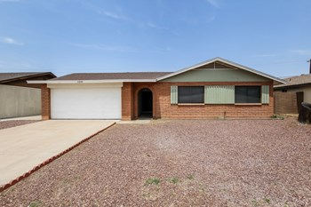 2208 W DAHLIA Dr 3 Beds House for Rent Photo Gallery 1