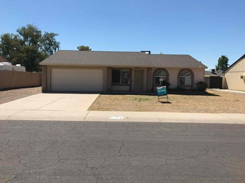 6915 W JENAN Dr 3 Beds House for Rent Photo Gallery 1